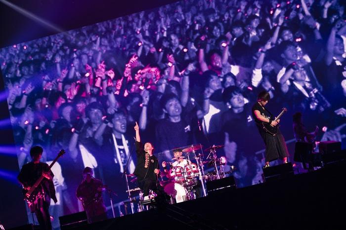 "UVERworld、史上最大4万5,000人動員の東京ドーム""男祭り""が待望の映像商品化。初回盤はライヴ音源付。Blu-rayは3D音声フォーマット Dolby Atmos®にも対応"