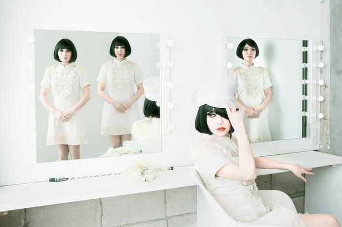 キノコホテル、新作『赤い花・青い花 e.p』9/16リリース。野坂昭如カバー「マリリン・モンロー・ノー・リターン」MV(ちょっとだけよVer.)も公開