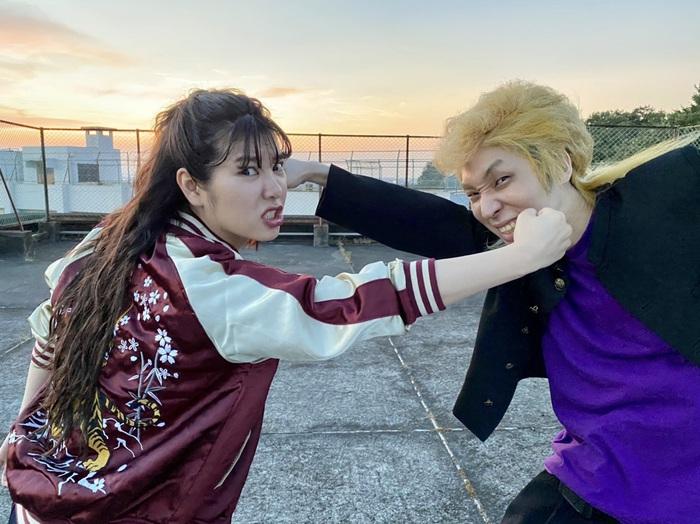 眉村ちあき、玉屋2060%(Wienners)迎えた新曲「偏差値2ダンス」MV公開。ふたりがスケバン&ヤンキーに扮した学園ムービーに