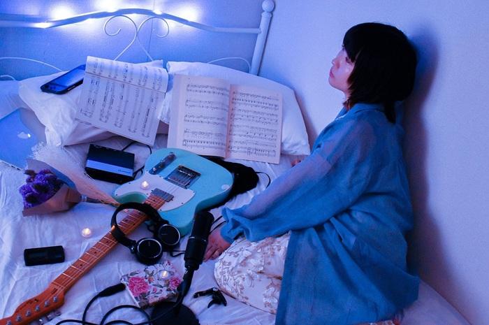 """鶴(長靴をはいた猫)のソロ・プロジェクト""""つるじぇくと""""、「熱帯夜」MV公開。ハヤシコウスケ(シナリオアート)、Takumi(Swimy,)ら参加"""