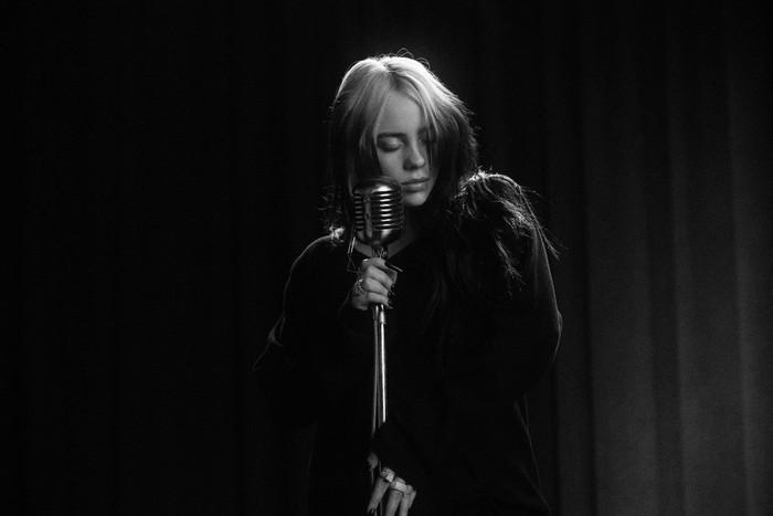 "Billie Eilish、映画""007 ノー・タイム・トゥ・ダイ""主題歌「No Time To Die」MV公開。シングルCDも発売決定"