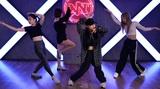 フィロソフィーのダンス、元カレの結婚報告に揺れる女心を艶やかなダンスで表現した「なんで?」ダンス・ビデオ公開