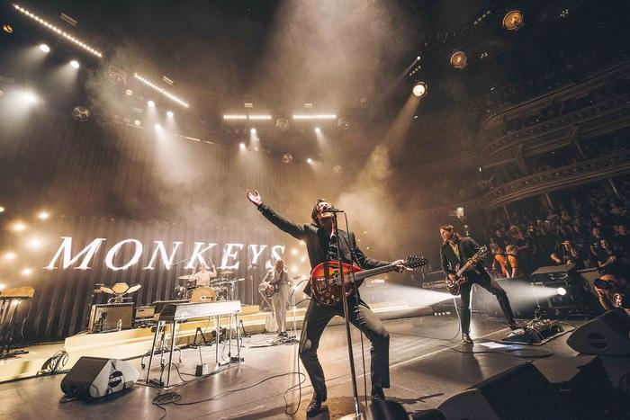 ARCTIC MONKEYS、12/4リリースのライヴ・アルバム『Live At The Royal Albert Hall』より「Arabella」ライヴ映像公開