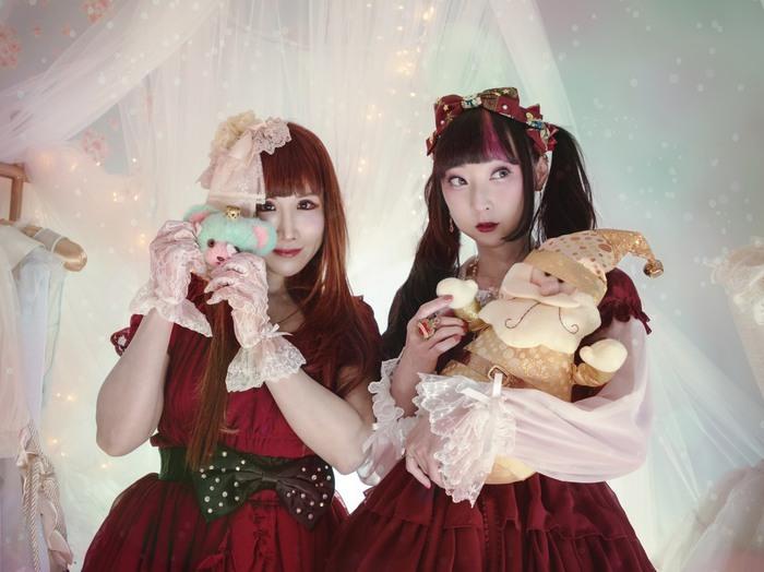 ボンジュール鈴木、Rin Rin Dollとコラボしたカバー曲「Santa Baby」 MV公開