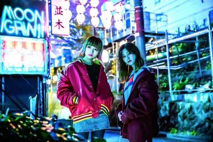 エレクトロ・ユニット moon grin、イガラシ(ヒトリエ)と刄田綴色(東京事変)をゲスト・ミュージシャンに迎えた新曲「OLナイトルーティン」配信リリース&MV公開