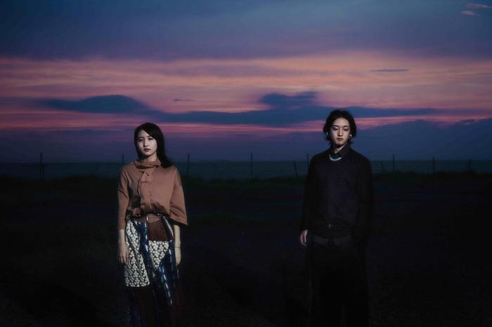 YOASOBI、1/6リリースの1st EP『THE BOOK』クロスフェード動画公開。明日よりSHIBUYA TSUTAYAにて巨大ジャケット・オブジェ登場