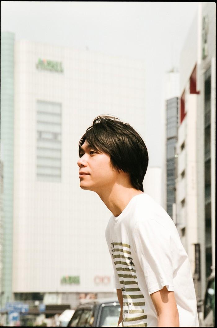 """小山田壮平、""""直ちゃんは小学三年生""""EDテーマ「恋はマーブルの海へ」MV公開。 MVのアートワーク使用したARフィルターも"""