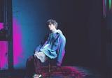 須田景凪、メジャー1stフル・アルバム『Billow』収録のオンライン・ライヴ映像よりバルーン名義の代表曲「シャルル」を期間限定で公開