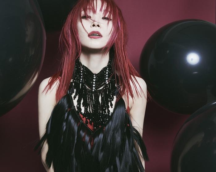LiSA、5/19リリースのデビュー10周年記念ミニ・アルバム『LADYBUG』収録楽曲&クリエイター情報解禁。ヴィジュアル&ジャケ写も公開
