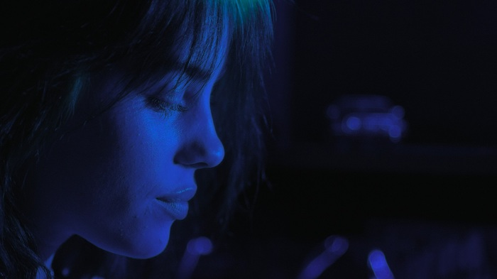 """Billie Eilish、ドキュメンタリー映画""""ビリー・アイリッシュ: 世界は少しぼやけている""""6/25より新宿ピカデリー他全国ロードショー。トレーラー公開"""