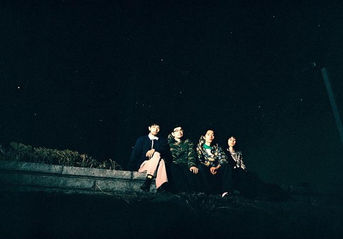 """MONO NO AWARE、ニュー・アルバム『行列のできる方舟』から7インチ・シングル『ゾッコン/そこにあったから』リリース決定。""""学校ライブ2020""""より「そこにあったから」ライヴ映像公開"""
