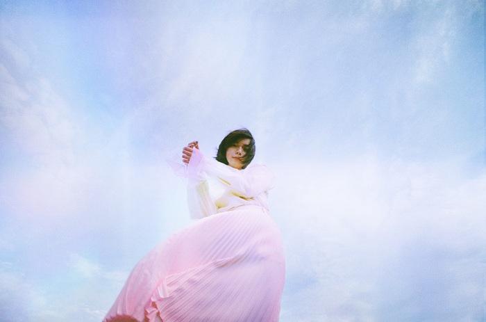 adieu(上白石萌歌)、1年5ヶ月ぶり新曲「春の羅針」配信決定。新ヴィジュアルも公開