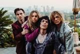 THE STRUTS、Luke Spiller(Vo)によるQUEEN「We Will Rock You」カバーのピアノ・パフォーマンス・ビデオ公開
