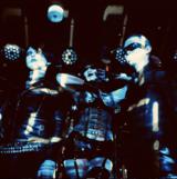 """おおくぼけい(アーバンギャルド)、マリアンヌ東雲(キノコホテル)、ALi(anttkc)による電撃的お耽美ユニット""""肋骨""""、3ヶ月連続配信リリース決定。第1弾「未来の骨格/Skeletal Future」明日5/19配信&MV公開"""