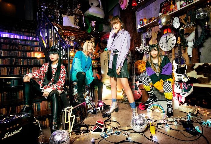 """Z世代ガールズ・バンド""""she9""""、1stデジタル・シングル「最強★ピース」フル・サイズ配信スタート。初MVを本日20時プレミア公開"""