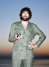 Gaspard Augé(JUSTICE)、ソロ・デビュー・アルバム『Escapades』より新曲「Captain」MV公開