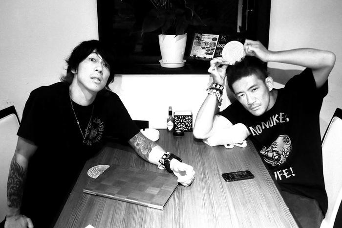 細美武士とTOSHI-LOWによるバンド the LOW-ATUS、1stアルバム『旅鳥小唄 / Songbirds of Passage』より「通り雨」MV公開