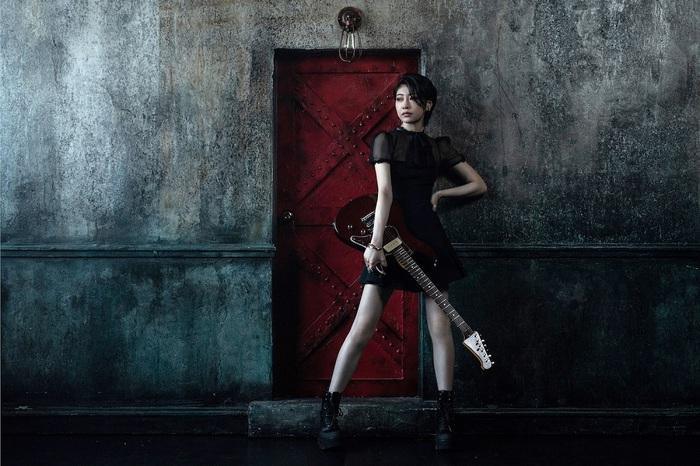Little Black Dress、川谷絵音プロデュースのメジャー・デビュー曲「夏だらけのグライダー」MV公開。休日課長も登場