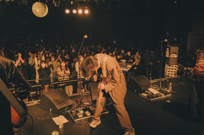 Helsinki Lambda Club、今年2月に行った恵比寿LIQUIDROOMでのライヴ映像を明日7/10プレミア公開決定