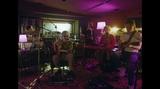 "Kroi、オンライン・ライヴ[""LENS"" Acoustic Studio Session]より「shift command」&「Shincha」映像公開"
