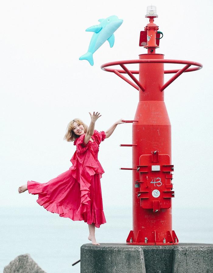 永原真夏、ニュー・デジタル・シングル「Girl On a Dolphin」MVを明日7/21 0時よりプレミア公開。1年2ヶ月ぶりの東京ワンマン・ライヴ開催決定