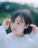森七菜、YOASOBIのコンポーザーとしても活動するAyaseを迎えた新曲「深海」配信リリース