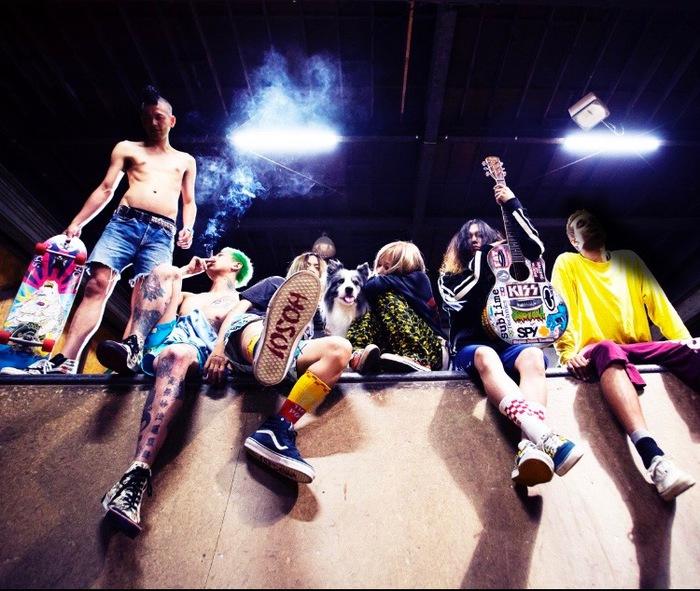 男女ツインVoミクスチャー・パンク・バンド SCUMGAMES、Bose(スチャダラパー)をゲストに迎えた新曲「Lonely Long Beach」MV公開。Twitterプレゼント企画もスタート