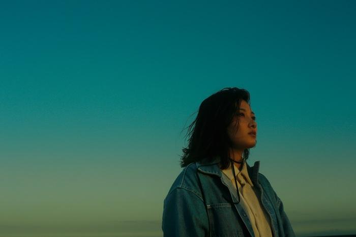 佐藤千亜妃、2ndアルバム『KOE』リリース日の本日9/15 21時に「Who Am I」MV プレミア公開。直前にYouTube生配信も