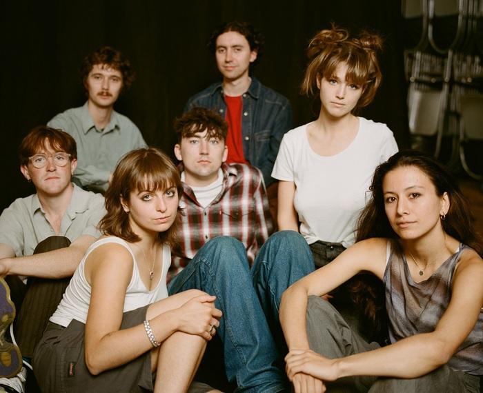 ロンドンの7人組バンド BLACK COUNTRY, NEW ROAD、衝撃のデビュー作に続く2ndアルバム『Ants From Up There』来年2/4リリース決定。「Chaos Space Marine」先行配信