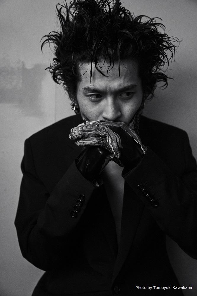 常田大希(King Gnu)、NYでチェロ演奏披露したショー・ミュージック『N.HOOLYWOOD COMPILE IN NEW YORK COLLECTION』アナログ盤リリース